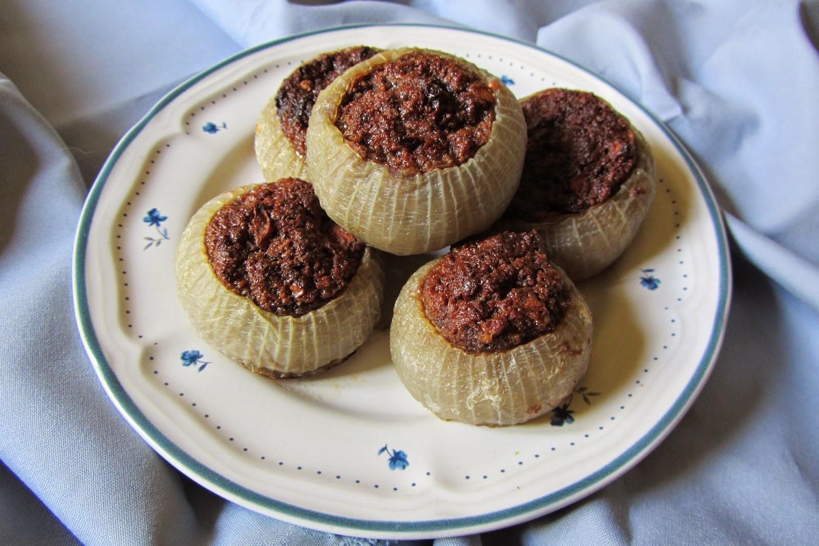 cipolle ripiene dolci con amaretti e cacao