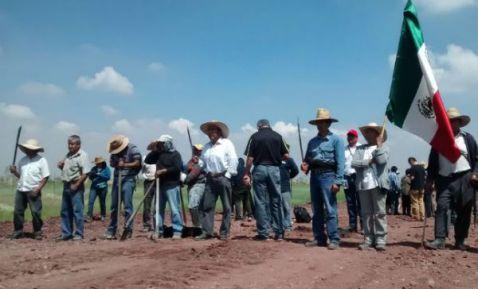 Ejidatarios de Atenco denuncian intento de desalojo en construcción de la Pirámides-Texcoco