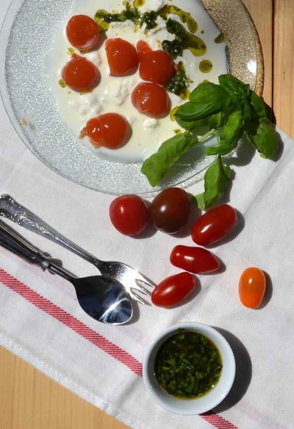 Tomaten geliert und Schaum aus Mozzarella