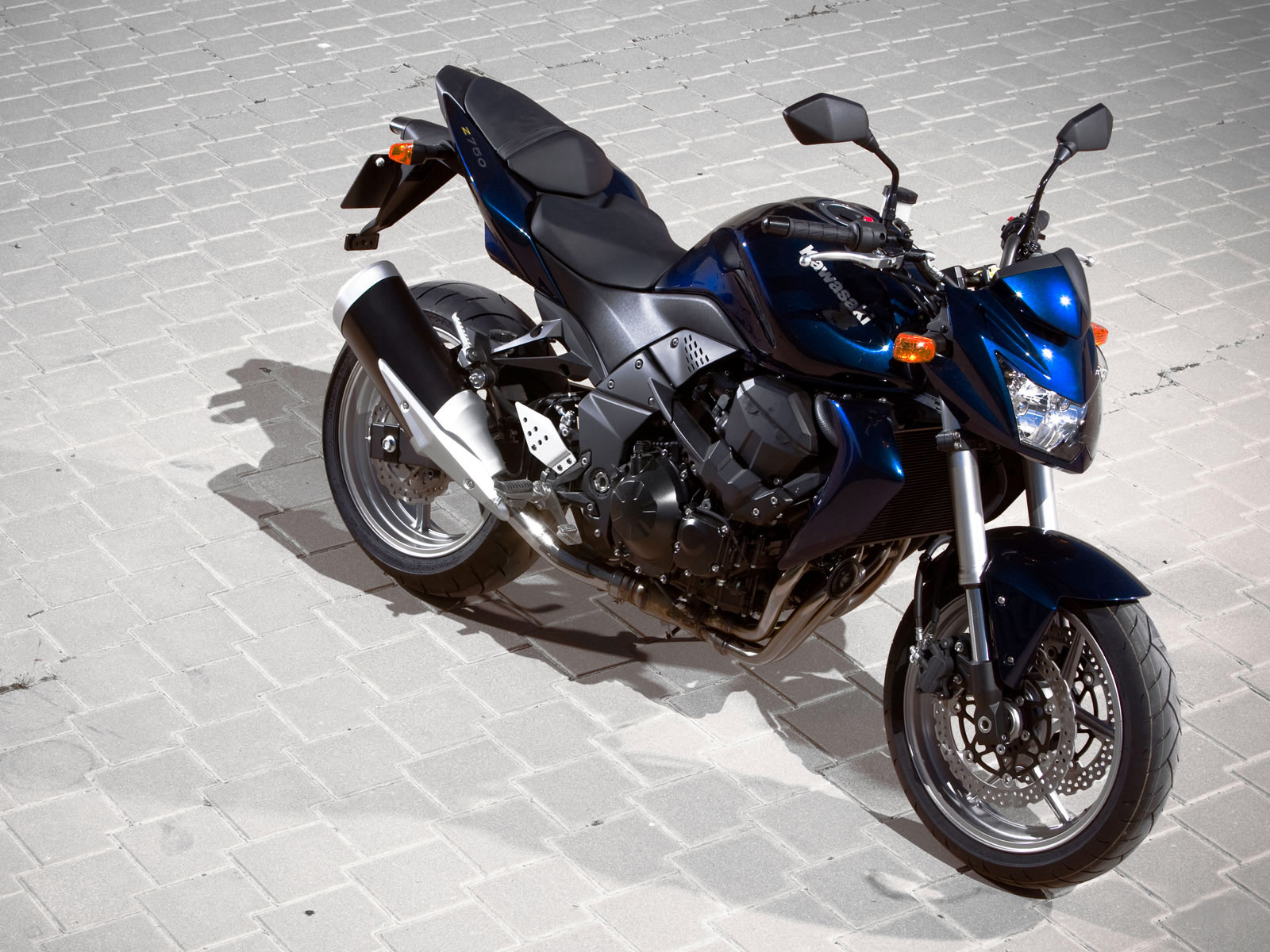Bikes World Kawasaki Z 750 Wallpapers