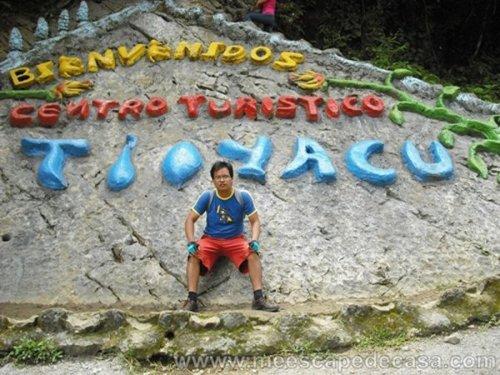 El Caminante en la entrada al recreo turístico Tioyacu (Rioja, Perú)