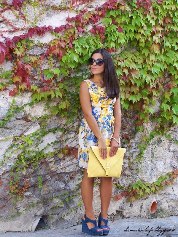 ravello-outfit-giallo-blu-abito a fiori