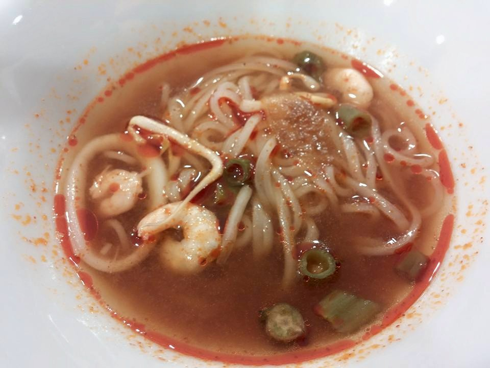Clumsy fallen angel path aroi thai boat noodle street for Angels thai cuisine