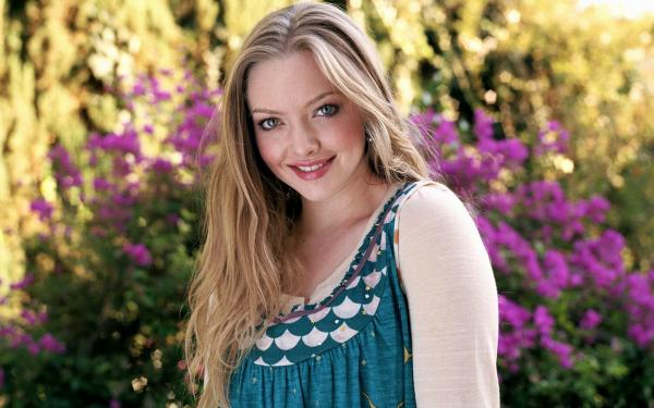 Amanda SeyFried Cute Sexy Photos