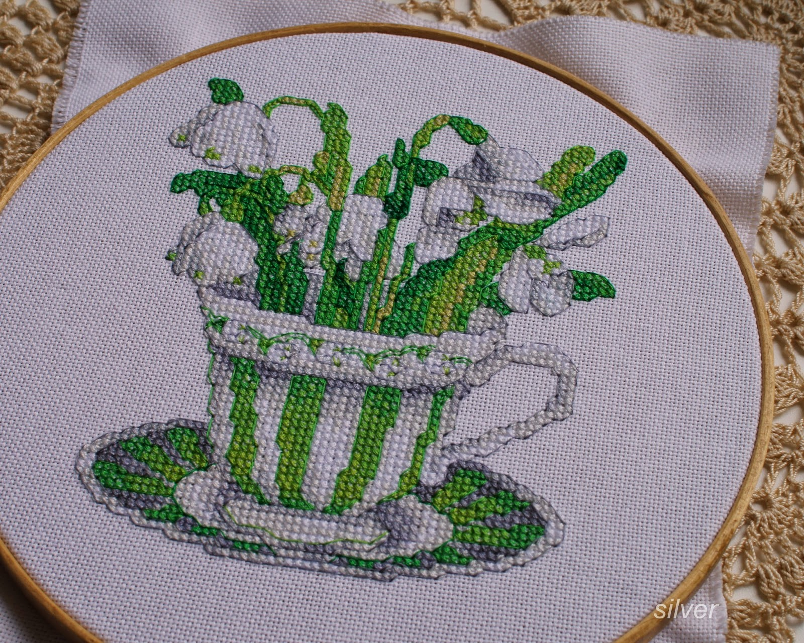 The Vermillion Stitchery Teacup Posie вышитые подснежники