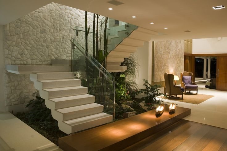 Jardim embaixo da escada veja modelos com plantas for Casas decorativas interiores