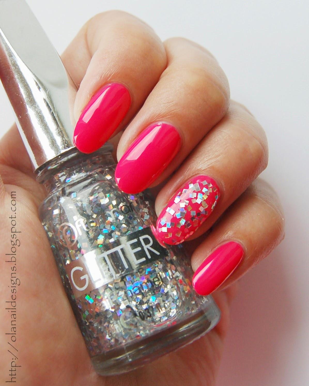 srebrny glitter i różowy na paznokciach