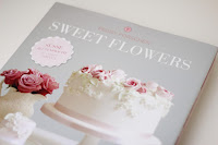 http://torte-llini.blogspot.de/2015/06/rezension-sweet-flowers-von-peggy.html
