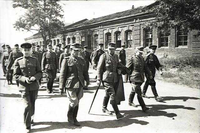 German prisoners, 17 July 1944