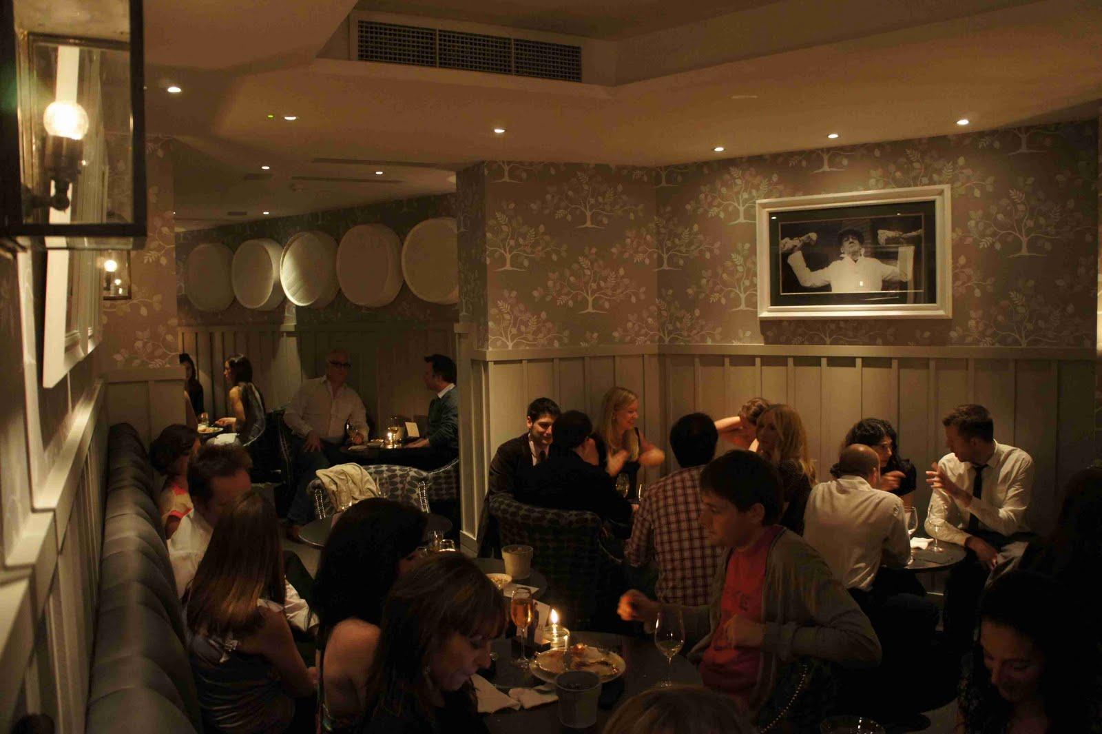 http://2.bp.blogspot.com/-3kvrssEEZrE/Tgua7zaQjdI/AAAAAAAACzk/dSQQVFUwAzw/s1600/Bistro+du+Vin+bar+lounge.JPG