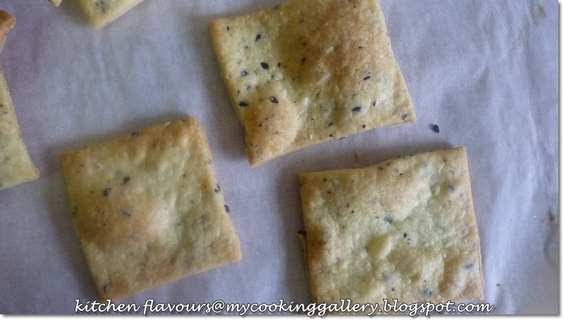 Kitchen flavours seeded crackers bake along 45 by changing the flavours you can make these seeded crackers to your own liking here i have used only black sesame seeds and herbes de provence solutioingenieria Gallery