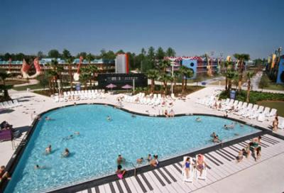 The holiday and travel magazine amazing swimming pools for Pool show usa