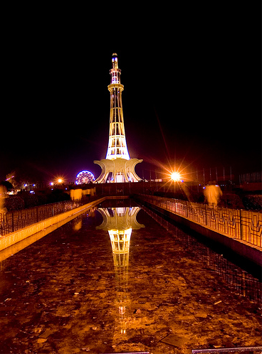 essay on minar e pakistan in urdu