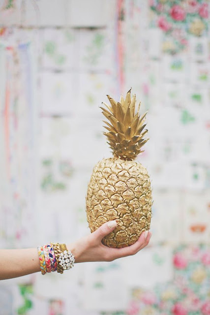 tendencia-decoracao-ananas-dourado-pintado