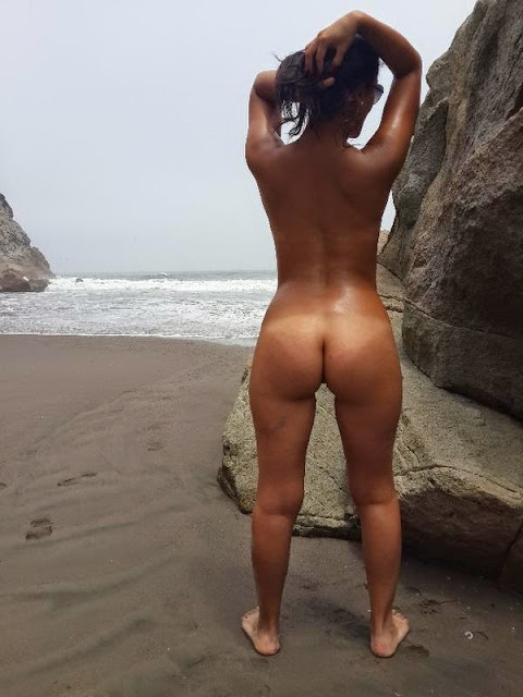 pelada na praia