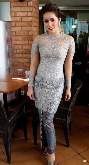 gaun kebaya modern yang anggun dan sederhana gebeet