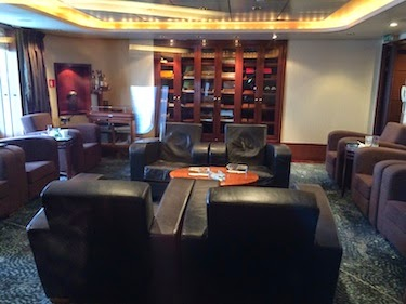 Chuck and Lori's Travel Blog - The Queen Mary 2's Cigar Room