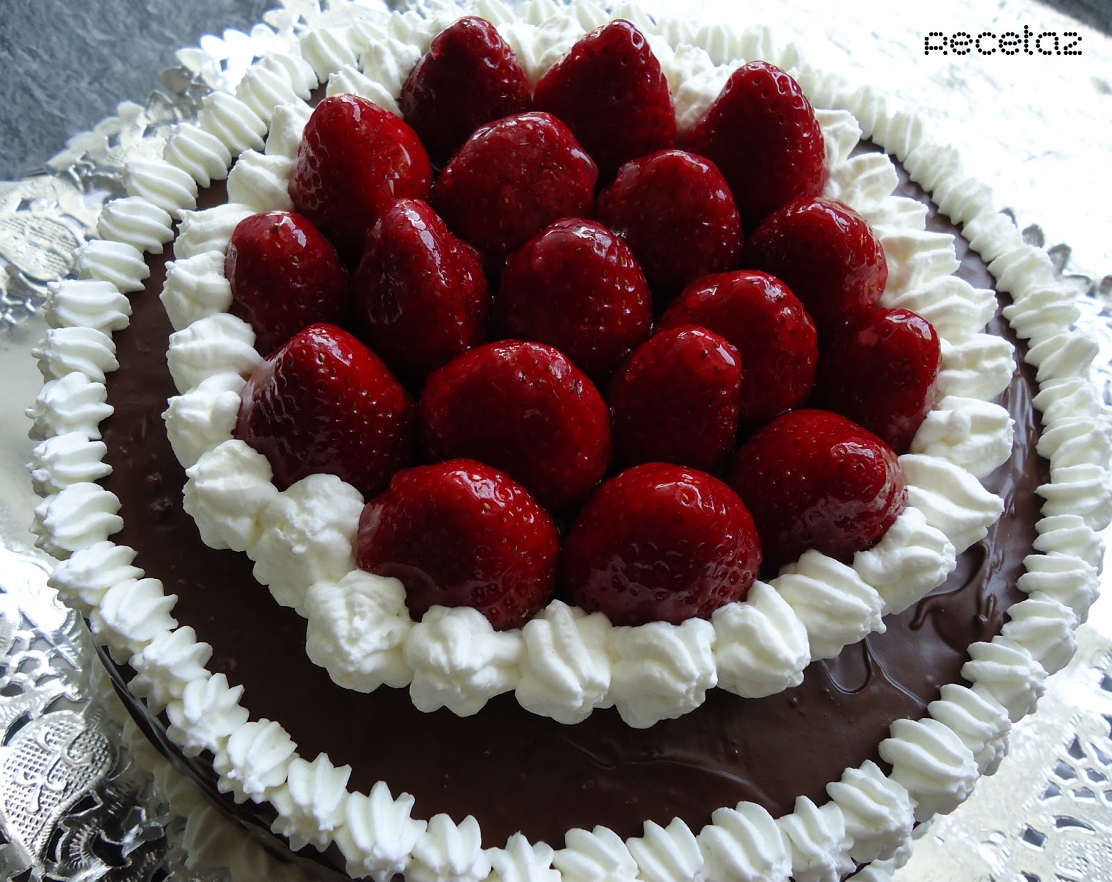 Receta2: Tarta de fresas, nata y chocolate