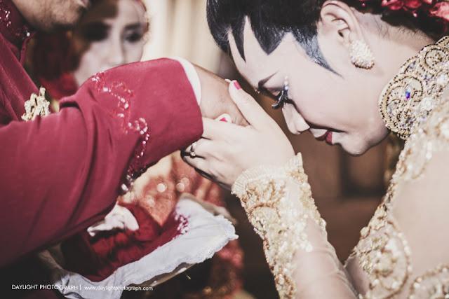 sungkeman pada prosesi pernikahan jawa