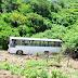 Ônibus que transportava operários de construção tomba em ladeira no Vale do Piancó