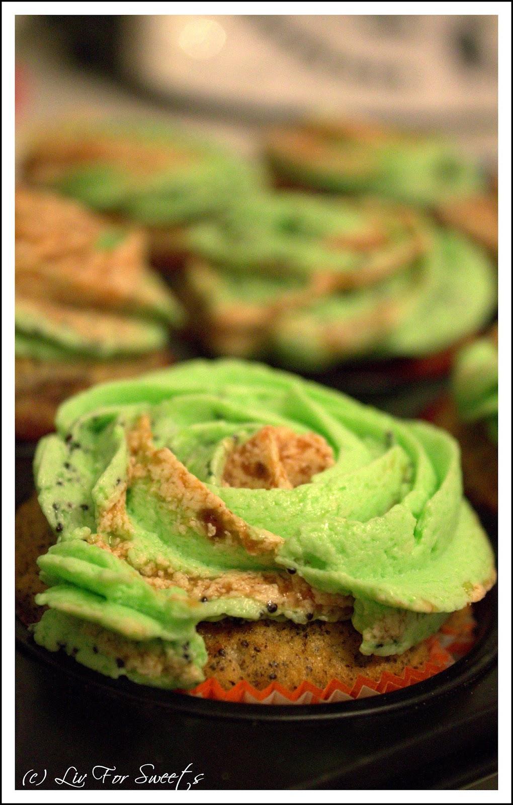 Mohn-Cupcakes mit einer Füllung aus Pflaumenmus und einem Pudding-Buttercreme-Frosting mit Mohn und Pflaumenmus, Halloween, Rezept, Thermomix