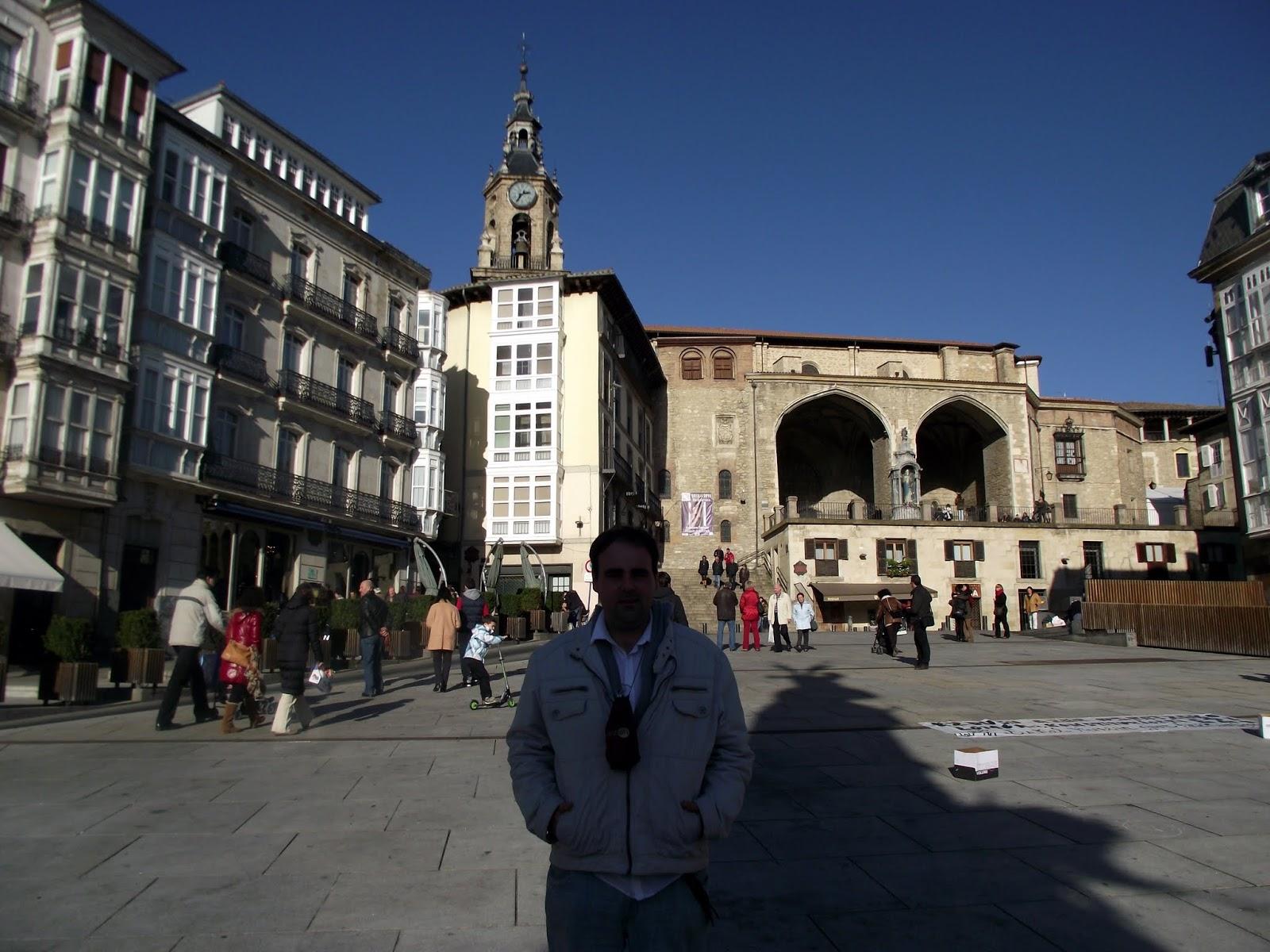 Plaza principal de Vitoria, soleado Diciembre.