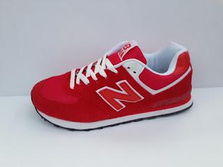 sepatu nb merah