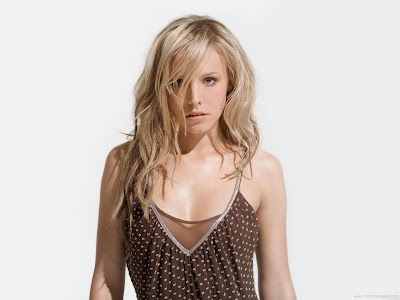 Kristen Bell Hollywood Glamor Queen Wallpaper-1600x1200-05