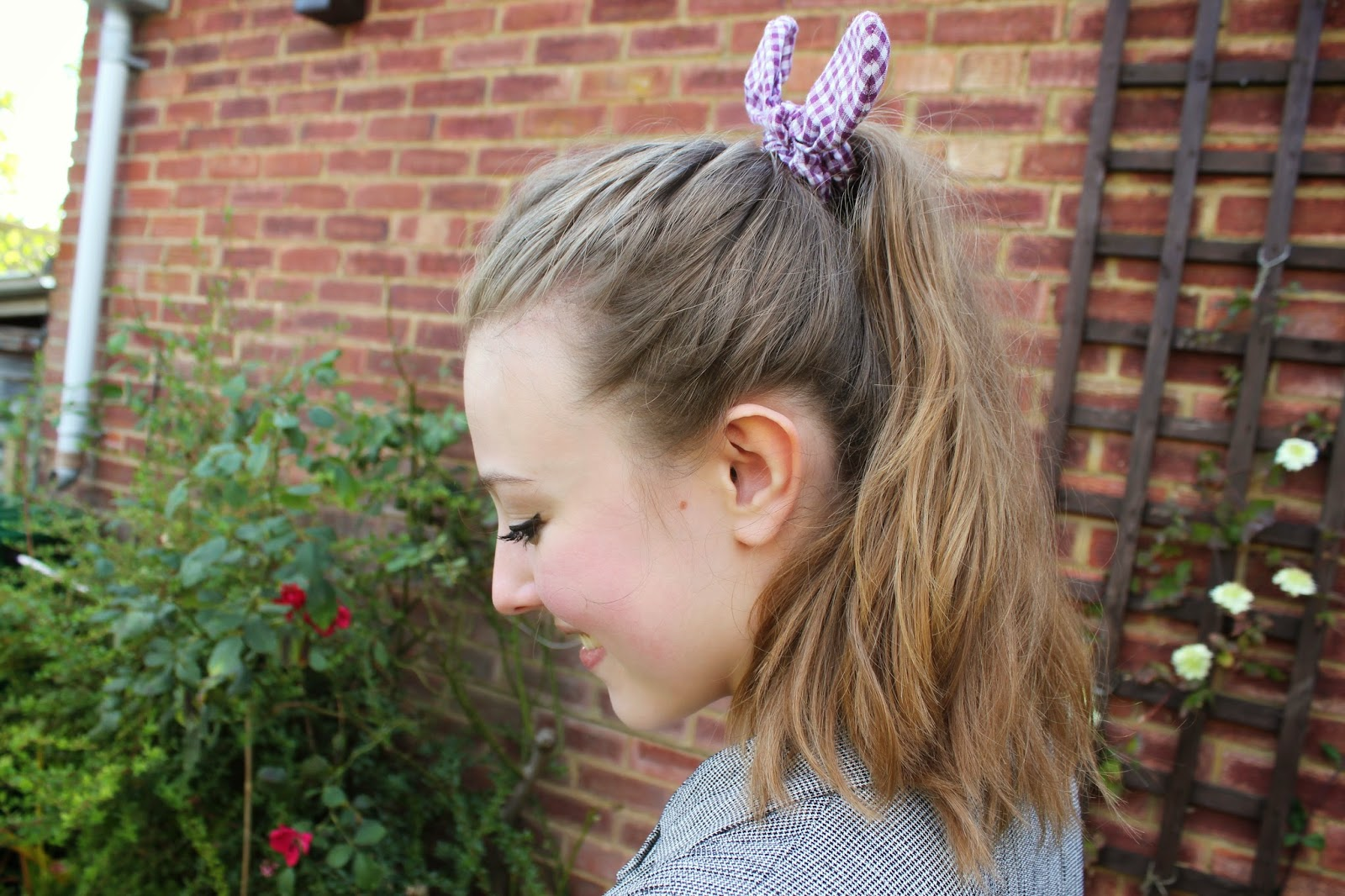 blogger-accessories-inspiration-fashion-scrunchie-hair-gingham-bow-camden