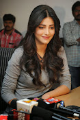 Shruti Haasan Gorgeous Photos at Yevadu Success Meet-thumbnail-17