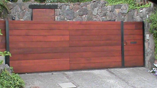 Deco arte portones de madera for Porticones madera exteriores
