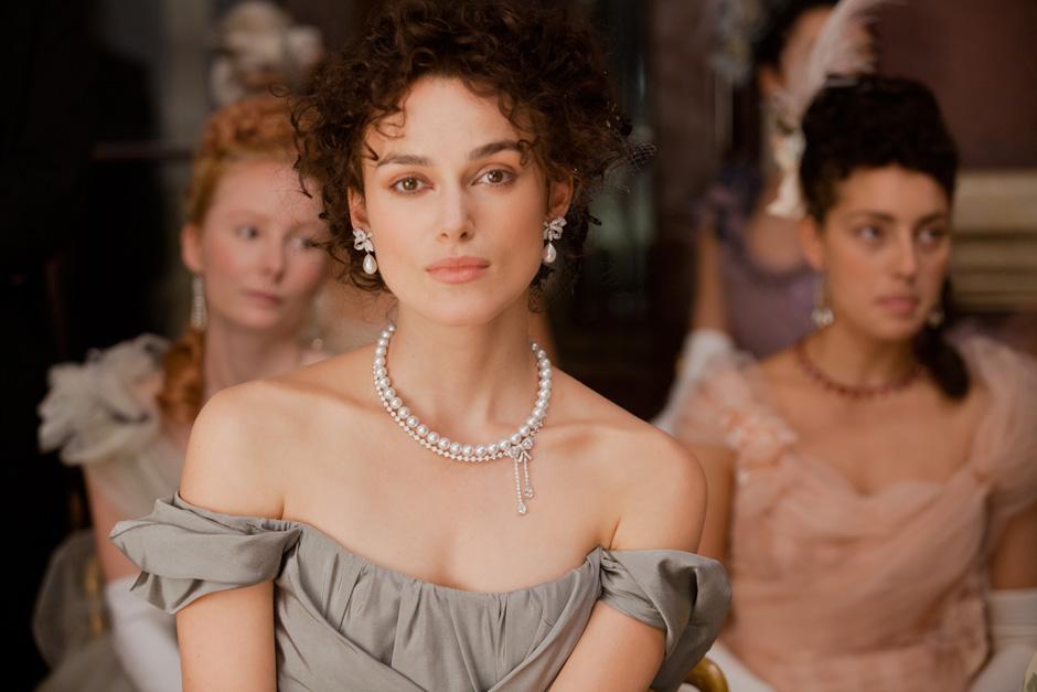 Kết quả hình ảnh cho Keira Knightley wears pearls