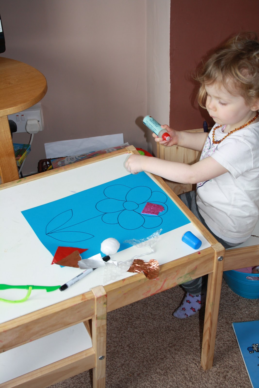 Ponderings from the Kitchen: Toddler Craft: Exploring Textures