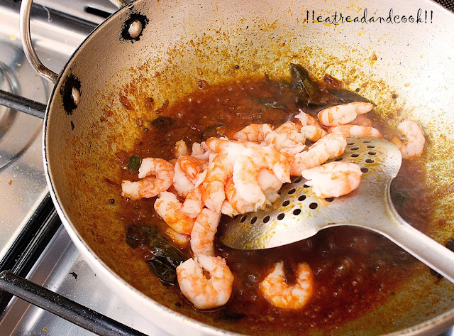 easy and simple kerala style prawn curry recipe
