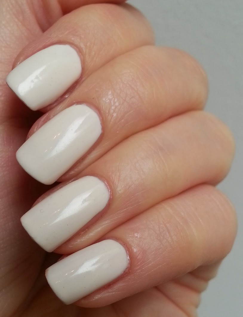 Nail Polish Simple Cream Color To Make You Look Summer