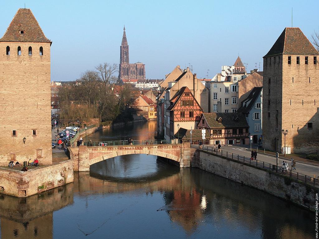 Visiter strasbourg les ponts couverts for Piscine horaires strasbourg