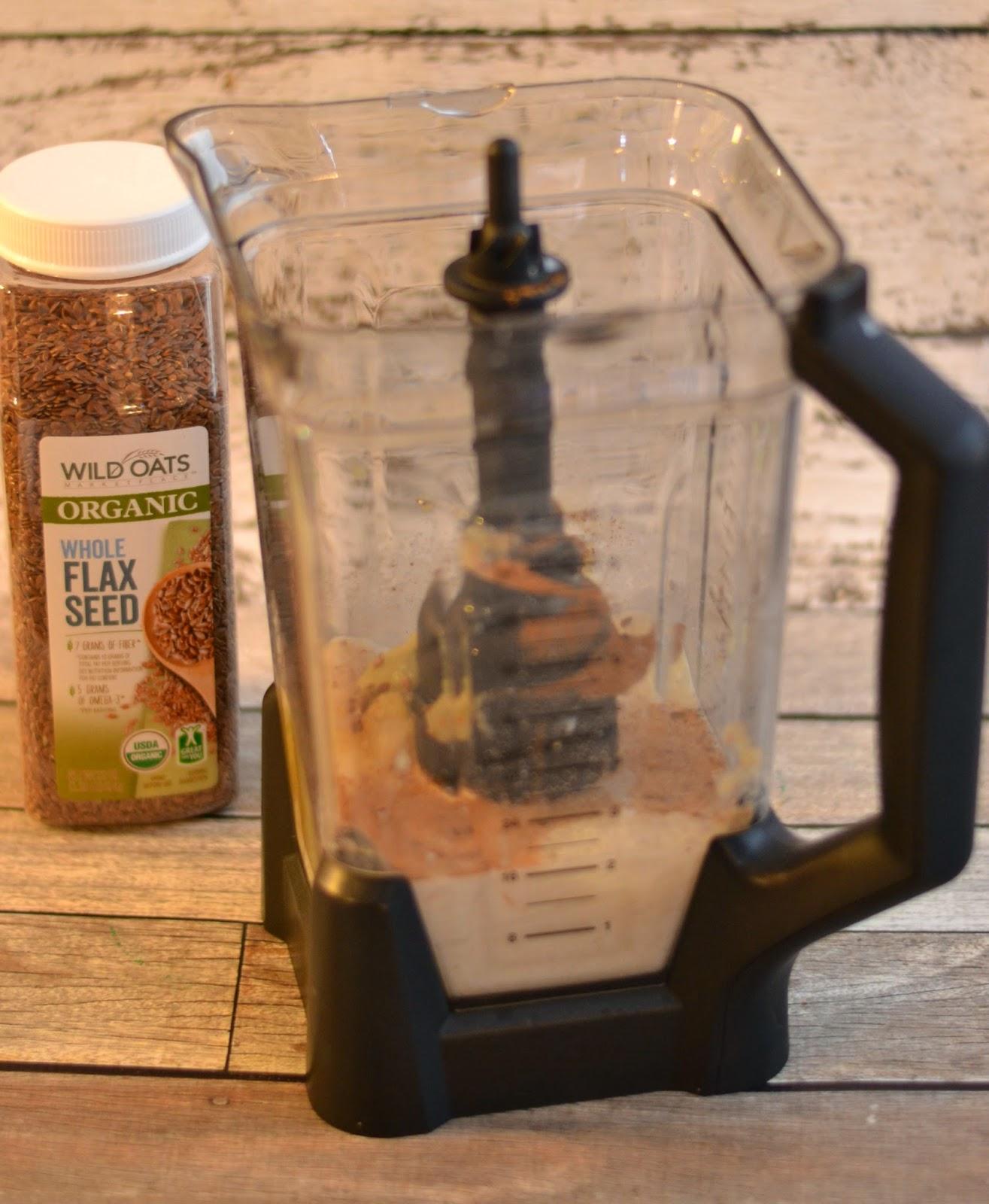 Apple Pie Smoothie.  Applesauce smoothie.  Smoothie recipes.  Easy smoothie recipes.  Smoothies made with applesauce.  Apple smoothies.