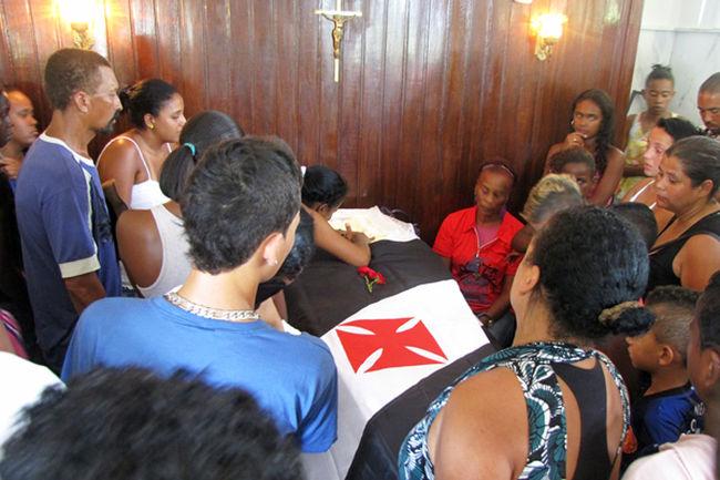 Enterro do jovem Wendel Junior Venâncio da Silva