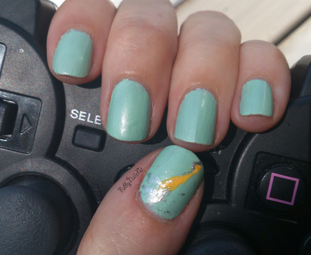 Supersoaker nails manicure