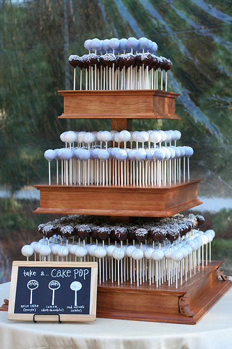 Hay muchas ideas novedosas en lo que se refiere a las tartas de boda. Y es que cada vez son más las parejas que buscan algo original y diferente para el