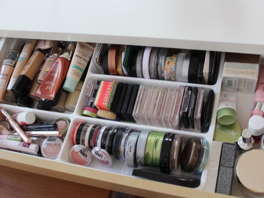 Ikea malm schminktisch aufbewahrung  Neuer Schminktisch und -aufbewahrung - EINFACH INA