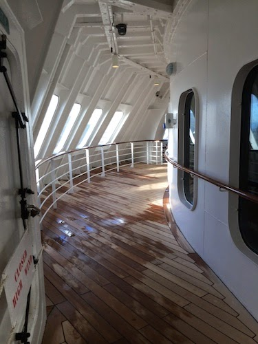 Chuck and Lori's Travel Blog - Queen Mary 2 Deck 7 Passageway