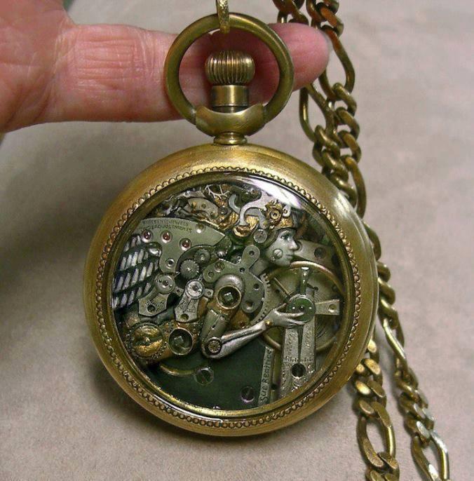 Jam Tangan Kuno Bentuk Peri