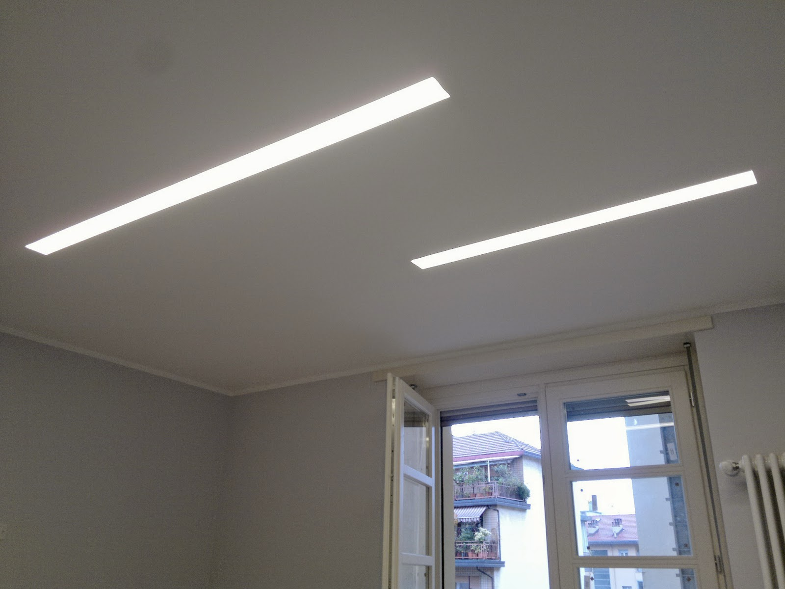 Illuminazione led casa spoke faretti e barre led con for Lampadari a led per interni