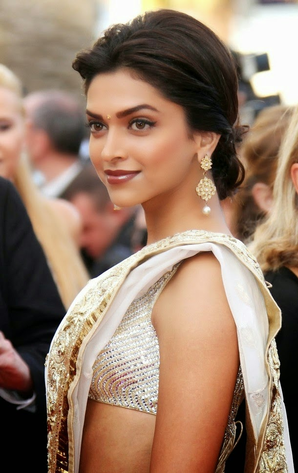 Deepika Padukone Looking Gorgeous in Saree