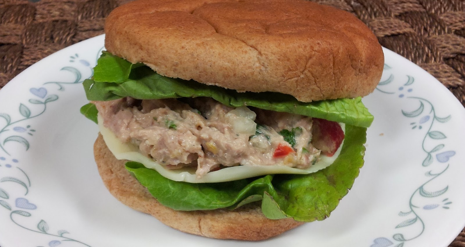 ... Does Dinner... Healthy & Low Calorie: Southwestern Tuna Salad Sandwich
