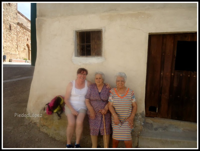Con Amparo y Carmen en Reznos (Soria)