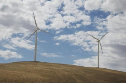 A big challenge for utilities is finding new ways to store surplus wind energy and deliver it on demand. It takes lots of energy to build wind turbines and batteries for the electric grid. But Stanford scientists have found that the global wind industry produces enough electricity to easily afford the energetic cost of building grid-scale storage. (Credit: Charles Barnhart/GCEP) Click to enlarge.