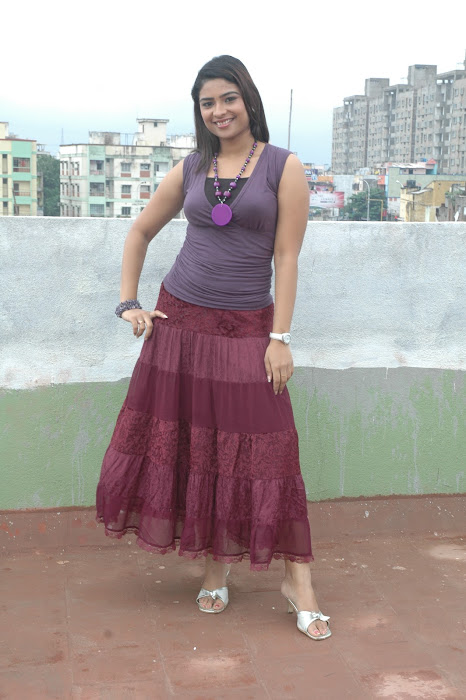 maheshwari the sunkalainger tv anchor real unseen glamour  images