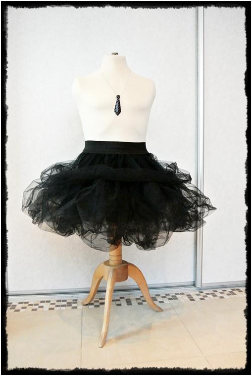 spódniczka tutu,tiulowa spódnica krok po kroku,jak uszyc tiulową spódnicę,manekin w pokoju,manekin jako ozdoba,blog wnętrza,